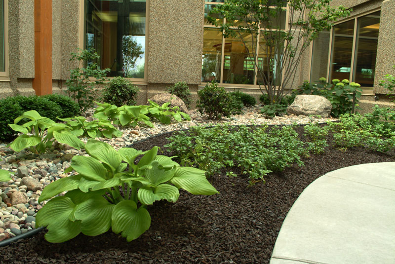 Corporate Decorative Landscaping Brown Rubber Mulch